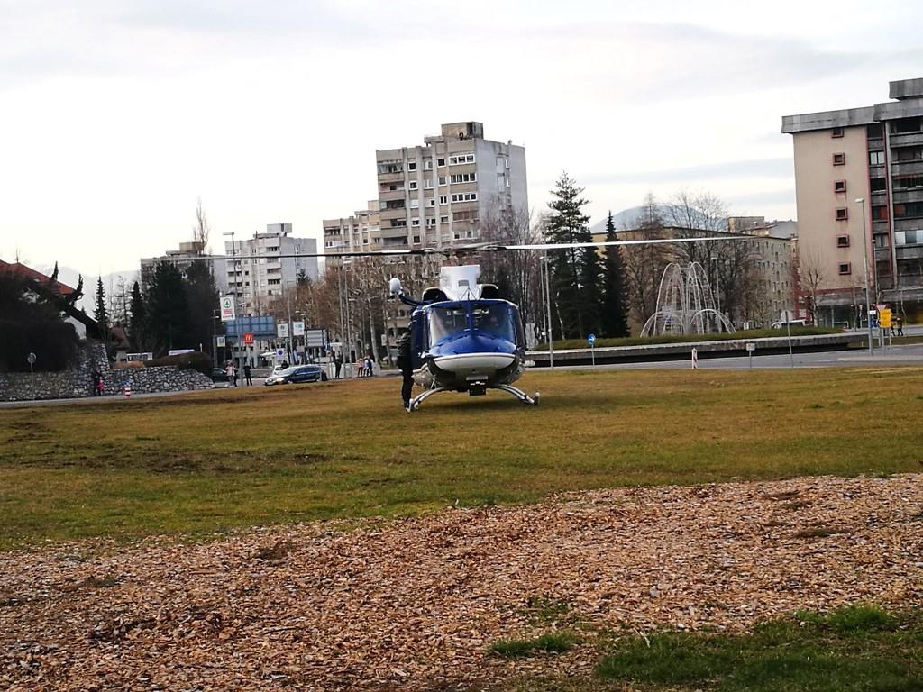 61/18 Pristanek helikopterja